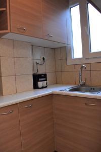 Η κουζίνα ή μικρή κουζίνα στο Small and cosy flat near hospitals