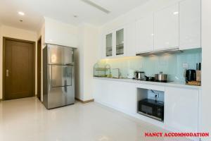 A kitchen or kitchenette at Nancy- luxury apartment