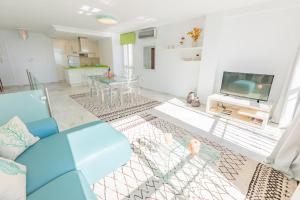 A seating area at Puerto Banus Duplex Sea Views