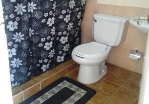A bathroom at Casa Yoandis y Yuleidy CASILDA