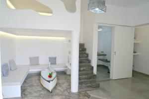A bathroom at Moschoula studios
