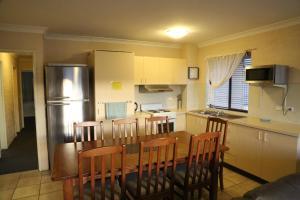 A kitchen or kitchenette at Kirwan Apartments 49