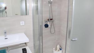 A bathroom at Res. El Mirador - Calle Txacolina - Punta Prima - Torrevieja