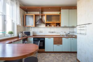 A kitchen or kitchenette at Moskva4you on Gerasima Kurina