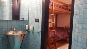 Een badkamer bij 63 Via San Felice