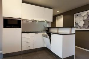A kitchen or kitchenette at Adina Apartment Hotel Berlin Mitte