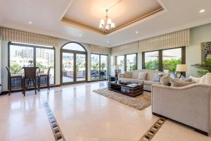 A seating area at 5 Bedroom Villa in Palm Jumeirah