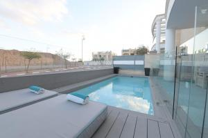 The swimming pool at or near Amdar Holiday Apartments