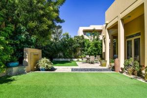 A garden outside Frank Porter - Arabian Ranches