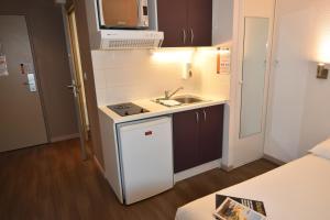 Cuisine ou kitchenette dans l'établissement Montempô apparthotel Lyon
