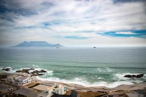 3 bedroom Penthouse/Blouberg
