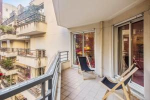 A balcony or terrace at Bright and colorful flat for 4p with terrace