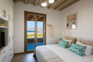 Ein Bett oder Betten in einem Zimmer der Unterkunft Mykonos Vacation Villa