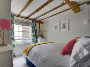 A bed or beds in a room at Apartment Canterbury Apartment