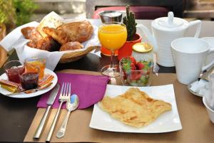 Breakfast options available to guests at Residence Aladin
