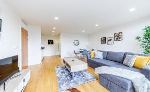 A seating area at Lux 1 Bedroom Apartment Regents Park by City Stay London