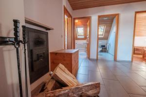 A kitchen or kitchenette at Ferienwohnung Resi