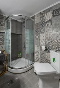 A bathroom at CITY VIBES APARTMENT