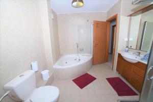 Ein Badezimmer in der Unterkunft Hamedouraguim Tiberias