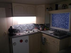 A kitchen or kitchenette at Gîte à Ugine entre Albertville et Annecy