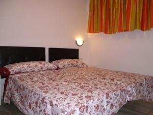 A bed or beds in a room at El Beril and Altamira apartments