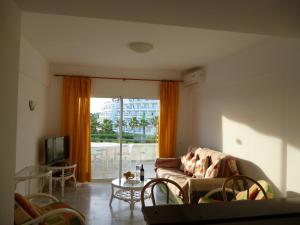 A seating area at El Beril and Altamira apartments