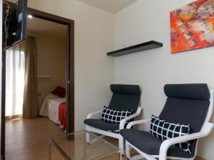 A seating area at Aparthotel Bubal