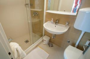 A bathroom at Apartment Lena