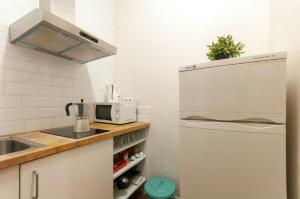 A kitchen or kitchenette at Comfortable Cozy Apartment for Groups in Gracia