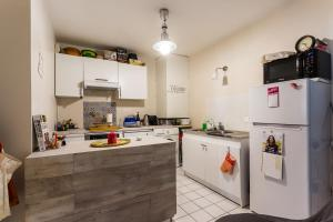 A kitchen or kitchenette at Charming 1 bedroom - Buttes Chaumont