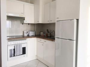 A kitchen or kitchenette at Apartamento vista al Mar