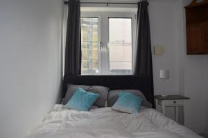 Postelja oz. postelje v sobi nastanitve Modern and Homely 2 Bed Flat in Whitechapel