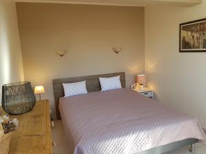 A bed or beds in a room at GALLO-ROMAINS