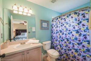 Uma casa de banho em EV287091 - Emerald Island Resort - 3 Bed 3 Baths Townhouse
