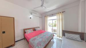 A bed or beds in a room at Ocean Breeze Apartment Colombo