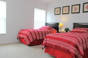 Un ou plusieurs lits dans un hébergement de l'établissement Berkeley Superior Pool Home - Chris Villa