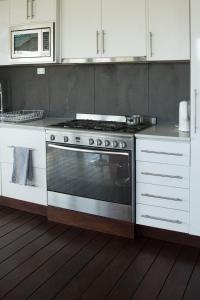 A kitchen or kitchenette at Penguin Paradise on the beach!!