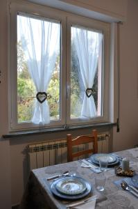 A restaurant or other place to eat at Villa Paolina Ceriale - app. 4 posti