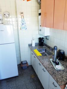 A kitchen or kitchenette at Katherine's Apartment