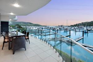 Pavillion 3 Absolute Waterfront 4 Bedroom 2 Lounge Room Plunge Pool + Golf Buggy