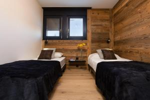 A bed or beds in a room at Chalet Lupin