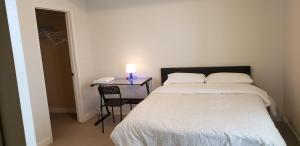 A bed or beds in a room at Happy Live Apartment South