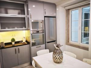 A kitchen or kitchenette at Sintra Design Apartment