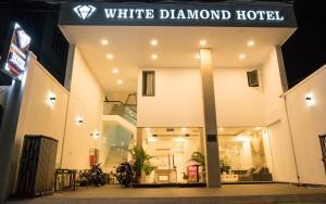 white diamond hotel