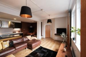 A seating area at Luxurious 2 bedroom apartment in the heart of the City Centre