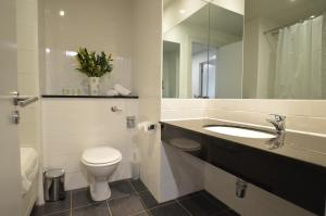 A bathroom at Benbulben Court