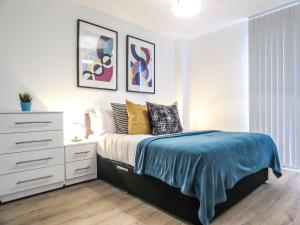 A bed or beds in a room at Tudors Canal Side Apartments Two Bedrooms