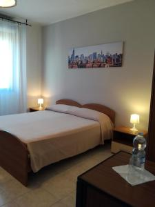 A bed or beds in a room at Hotel & Residence Europa