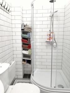 A bathroom at Rumbach Terrace Apartman