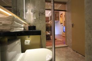 Checkinn International Apartment Guangzhou Poly D Plaza Branch tesisinde bir banyo